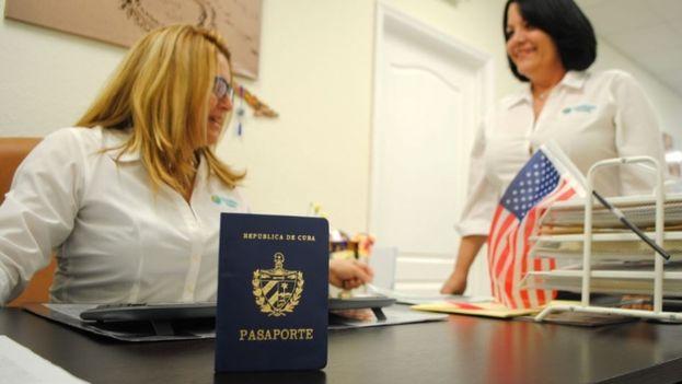 La oficina es vital para atender a la comunidad cubanoamericana que desee viajar a Cuba. (EFE)