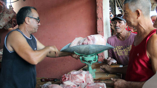 Las autoridades señalan la carne de cerdo como uno de los productos en torno al que más irregularidades se ven. (tiempo21.cu)