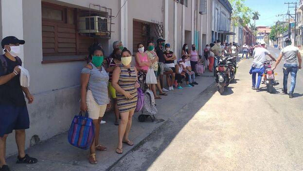 Las autoridades cubanas han abierto una red de tiendas virtuales como una forma de evitar las aglomeraciones para adquirir productos de primera necesidad. (14ymedio)
