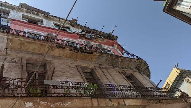 Los balcones estaban en la parte del edificio que da hacia la calle San Rafael. (14ymedio)