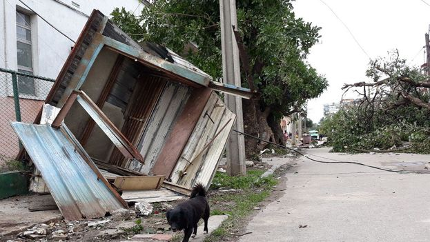 La barriada de Luyanó fue una de las más afectadas por los fuertes vientos del tornado. (14ymedio)