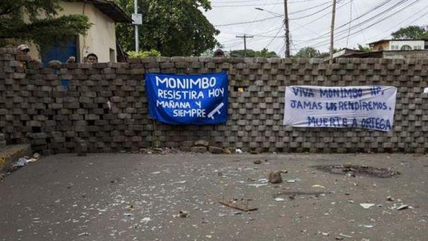 Una calle con barricadas en Monimbó. (EFE)
