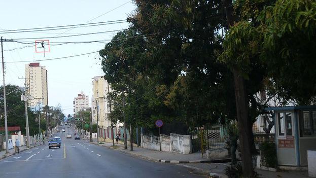 Al paso del exmandario Fidel Castro, los escoltas encendían la luz roja del semáforo de la esquina de 11 y 12. (14ymedio)