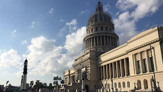 El capitolio nacional ha vuelto a ser la sede de la Asamblea Nacional cubana, pero aún no se terminan las obras de restauración. (14ymedio)