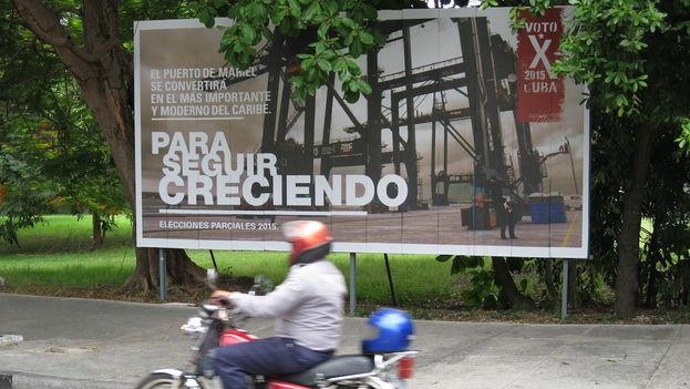 """En la era de Raúl Castro la propaganda oficial ha insistido en que a través del sacrificio, el trabajo y proyectos como la Zona Especial de Desarrollo Mariel se logrará """"un socialismo próspero y sostenible"""""""