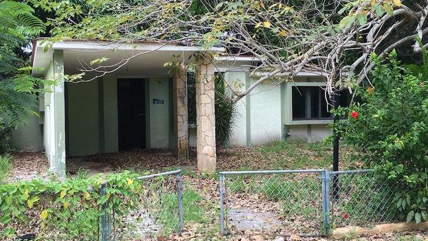 Una casa abandonada en el reparto de Tarará. (14ymedio)