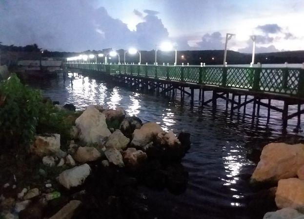 El complejo Malecón-Patana Rosa Naútica, inaugurado a finales del pasado año, incluye un muro en el litoral con variadas ofertas recreativas alrededor. (14ymedio)