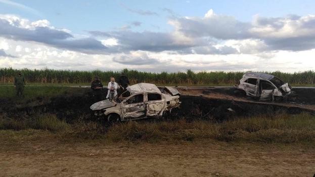 El accidente se produjo al colisionar dos vehículos oficiales. (Orlando Cruz/Tunasvisión)