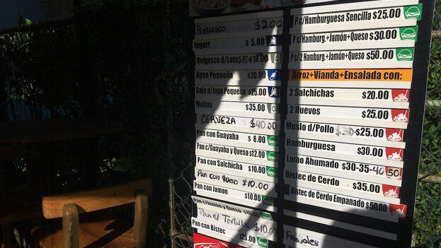 """Una 'paladar' de Nuevo Vedado mantiene los precios viejos: """"Nadie nos ha dicho que había que cambiarlos"""". (14ymedio)"""