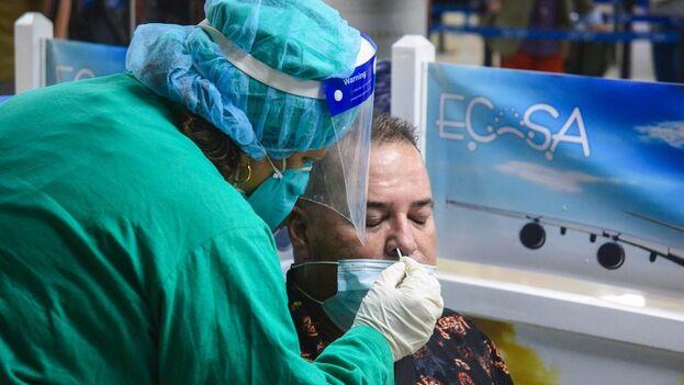 El anuncio se hizo durante la conferencia de prensa diaria en la que se ofrecen los números de contagios por covid-19 en Cuba. (ACN)