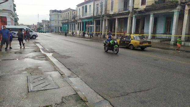 Una de las áreas de confinamiento incluye a la arteria principal del municipio, la Calzada de Luyanó, una ruta muy popular y, por la que circulan los taxis colectivos que conectan el centro de la ciudad con las barriadas del sur. (14ymedio)