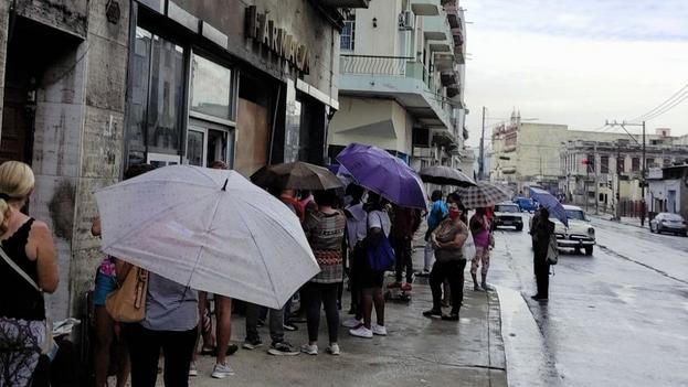 En los últimos se ha vuelto imposible conseguir antibióticos, analgésicos o cualquier tipo de ansiolíticos en las farmacias cubanas. (14ymedio)