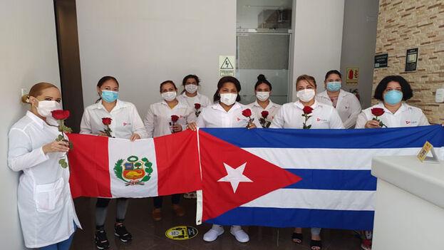 El primer contingente de sanitarios cubanos por la pandemia fue enviado a Perú el pasado abril. (Prensa Latina)