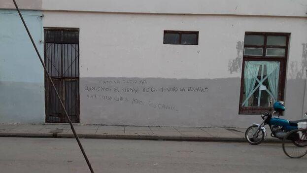 """""""Los contrarrevolucionarios no tendrán aquí ninguna tribuna, los contrarrevolucionarios no tendrán aquí derecho a hacer campaña contra la Revolución"""", dijo una estudiante. (14ymedio)"""