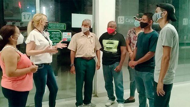 A este tipo de vigilancia se sumaron los empleados de las 128 entidades de la corporación Cimex en Santiago de Cuba, según la prensa oficial. (Trabajadores)