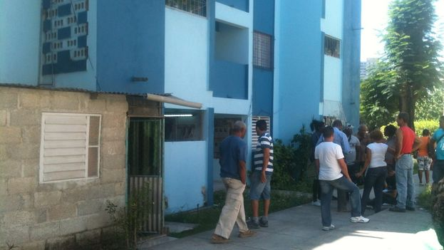 Llegada de inspectores a la timba para la demolición de construcciones ilegales. (Luz Escobar)