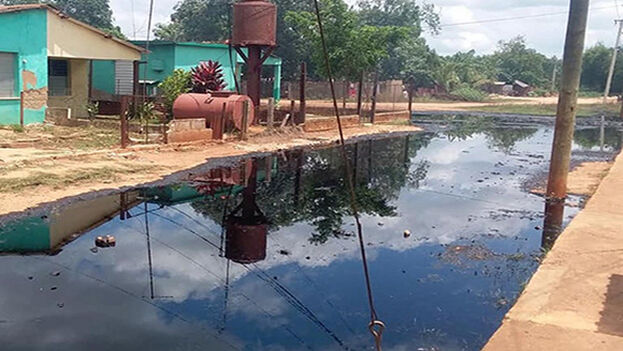 El crudo nacional era transportado por un equipo de Tranzmec, empresa perteneciente a Azcuba. (Granma)