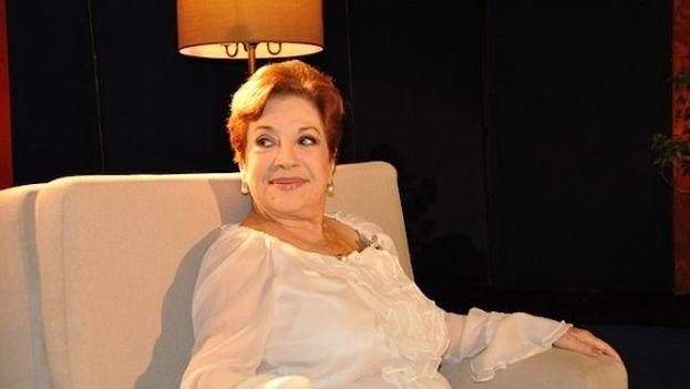 La cantautora cubana Lourdes Torres durante una entrevista con en la televisión cubana. (ICRT)