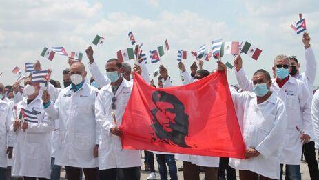 De los 500 médicos cubanos en México desde diciembre, quedan 192 por volver a la Isla. (Minsap)