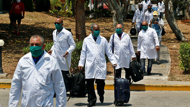 Hay médicos cubanos presentes en 21 naciones, Argentina será la 22. (EFE)