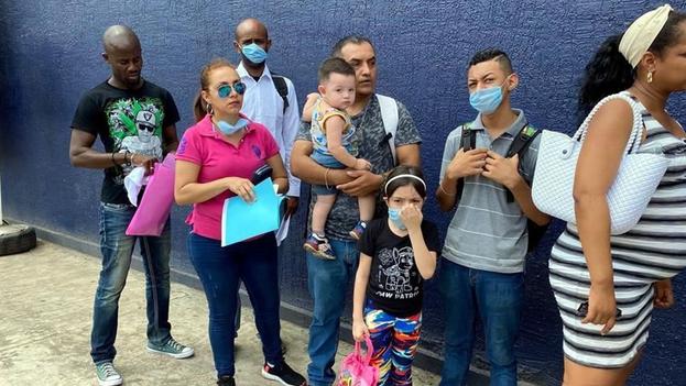 En lo que va de de este año, 4.893 cubanos han solicitado asilo en México. (El Norte)