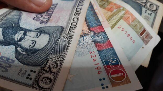 Están cerca de cumplirse los 26 años desde que Cuba permitió que el dólar entrara en su economía. (14ymedio)