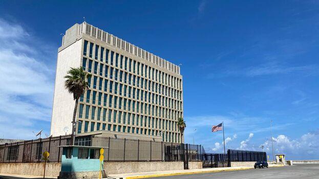 El denominado síndrome de La Habana fue el detonante para que se redujera al mínimo el personal en la embajada de EE UU en La Habana. (14ymedio)