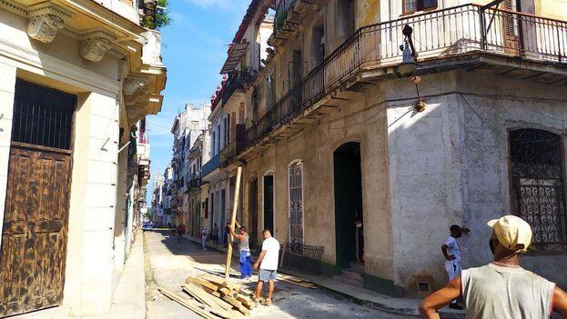 El derrumbe ocurrió en un edificio multifamiliar, el número 319 de la calle Amargura, entre Aguacate y Compostela. (14ymedio)