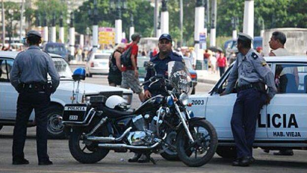 Un fuerte dispositivo policial custodia el Malecón y otras zonas de la capital. (Archivo)