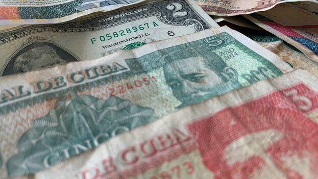 El dólar se dispara en el mercado informal. (14ymedio)