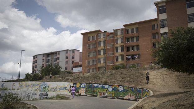 Un complejo de edificios en Ciudad Caribia, a las afueras de Caracas. (Twitter)