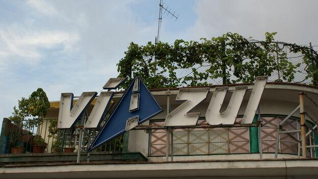 La empresa Viazul ya no ocupa su emblemático local en la calle 26 de La Habana. (Martin A.)