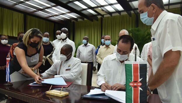 Los acuerdos incluyen los servicios de atención sanitaria y la capacitación de doctores kenianos. (Ministerio de Salud Pública)