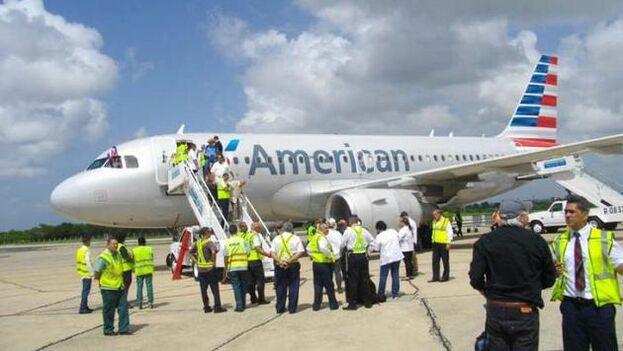 Un vuelo de la compañía estadounidense American Airlines durante su primer viaje comercial a Cuba en más de medio siglo. (EFE)