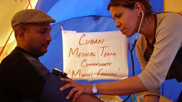 La exportación de servicios profesionales, fundamentalmente médicos y maestros, es la principal fuente de ingresos de Cuba. @MINSAPCuba