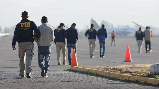 En los 50 extranjeros que Chile expulsó 30 eran cubanos y nueve venezolanos. (Gobierno de Chile)