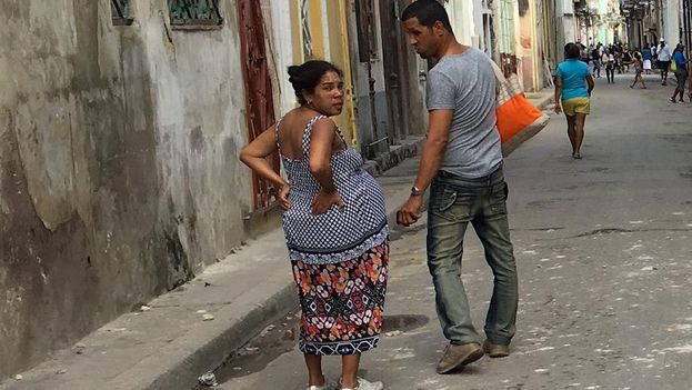 Mientras las tasas de fecundidad en Cuba disminuyen en cada grupo de edad, la tendencia a la baja no ocurre entre las féminas que tienen de 35 a 39 y de 40 a 44 años. (14ymedio)