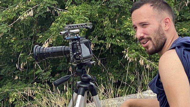 El fotógrafo Anyelo Troya durante una grabación en Cuba, el 14 de mayo de 2021. (14ymedio)