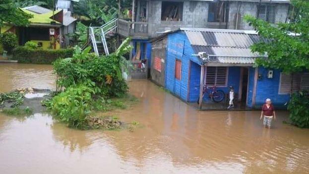 Las fuertes lluvias de los últimos días han inundado varias regiones en Baracoa. (La Baracoesa)