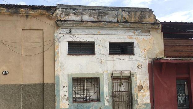 Al día siguiente del derrumbe, funcionarios de la Dirección Municipal de la Vivienda de Diez de Octubre se acercaron hasta la zona y dictaminaron que el inmueble es inhabitable. (14ymedio)