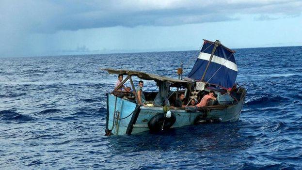 Un grupo de balseros cubanos. (Guardia Costera)