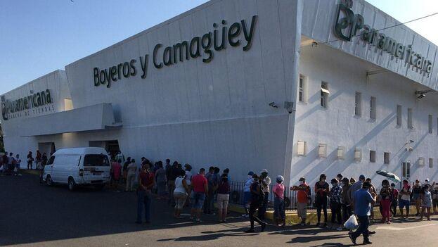 El mercado habanero de Boyeros y Camagüey normalmente tiene poca cola pero en estos días está colapsado. (14ymedio)