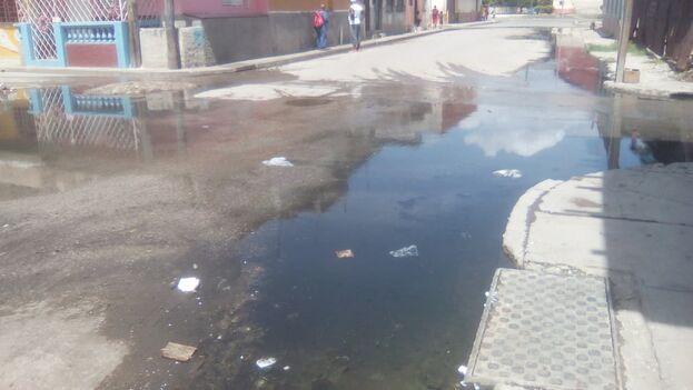 La desastrosa situación higiénico-sanitaria por la que atraviesa Santiago de Cuba refleja la incapacidad de las autoridades de resolver los problemas básicos. (Alberto Hernández)