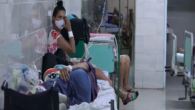 Los hospitales ya no dan de sí para atender a los enfermos con los recursos que poseen. (Captura)