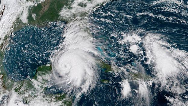 El huracán Michael a su paso por el centro y el occidente de Cuba. (NOAA)