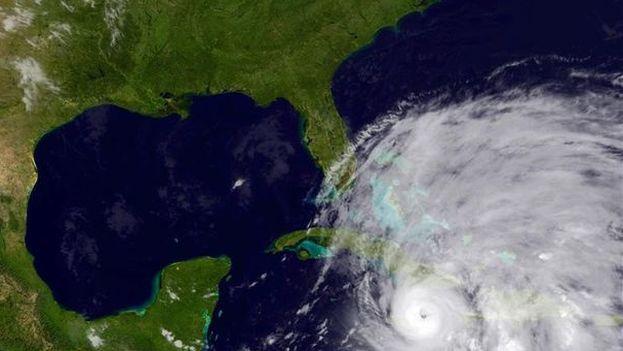 El huracán Sandy pasando por Cuba. (OMM)