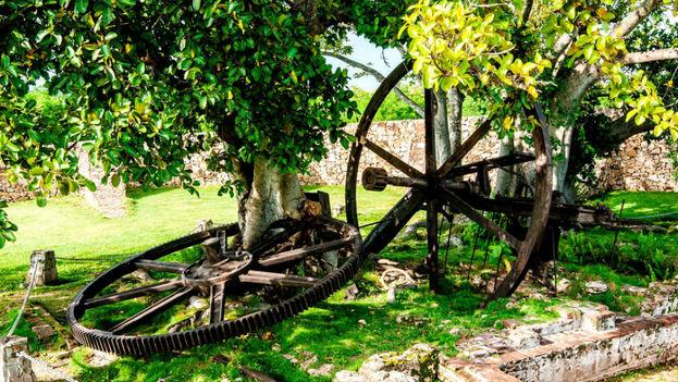 Del ingenio La Demajagua se conservan las ruinas de la fábrica de azúcar. (visitarcuba.org)