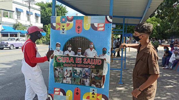 El estudio de intervención que comenzó este lunes en La Habana con Soberana 02 se llevará a cabo con 150.000 voluntarios. (EFE/Ernesto Mastrascusa)