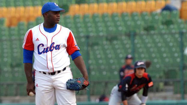 El lanzador Yadier Pedroso en el equipo Cuba. (Cuban-Play)