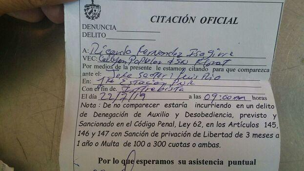 Al liberar a Fernández le entregaron una citación oficial para mañana lunes a las 9:00 am. (14ymedio)